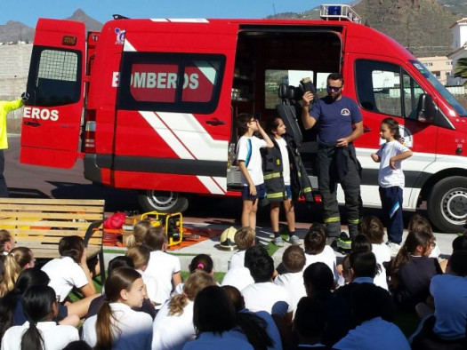 Tenerife fire fighters visit Wingate School.